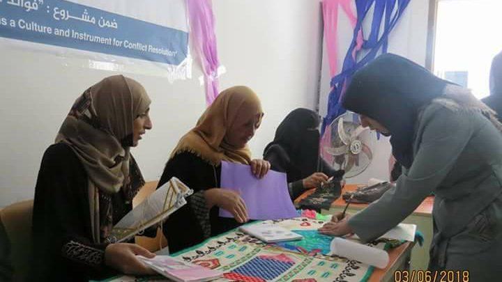 """صورة من خلال تنفيذ مبادرة """"عطاء أنثى"""" للتطريز والمشغولات اليدوية نساء يقهرن سرطان الثدي"""