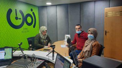 صورة حلقة إذاعية تناقش ورقة بحثية حول تداعيات كورونا على الدعم النفسي للنساء.