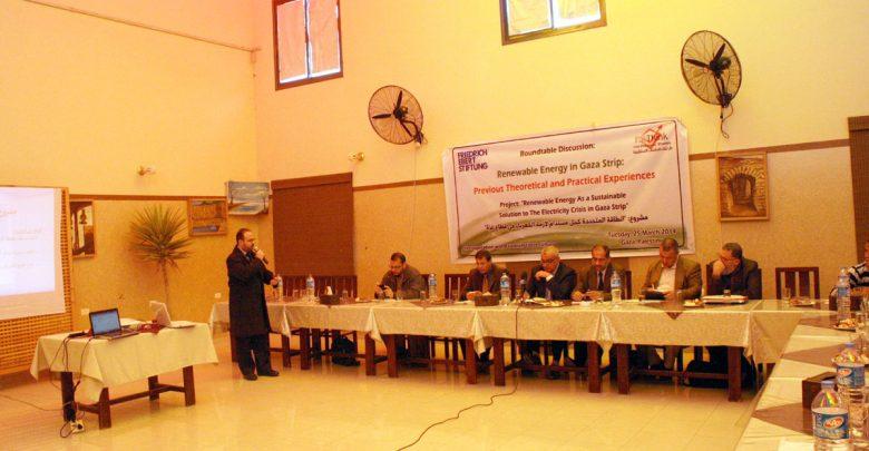 صورة خبراء يدعون لأستخدام الطاقة المستدامة كحل إستراتيجي لأزمة الكهرباء في غزة