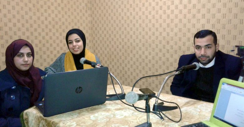 """Photo of """"هروب الشباب الغزي في قوارب الموت"""" حلقة نقاش ضمن البرنامج الاذاعي """"الشباب يشارك"""""""